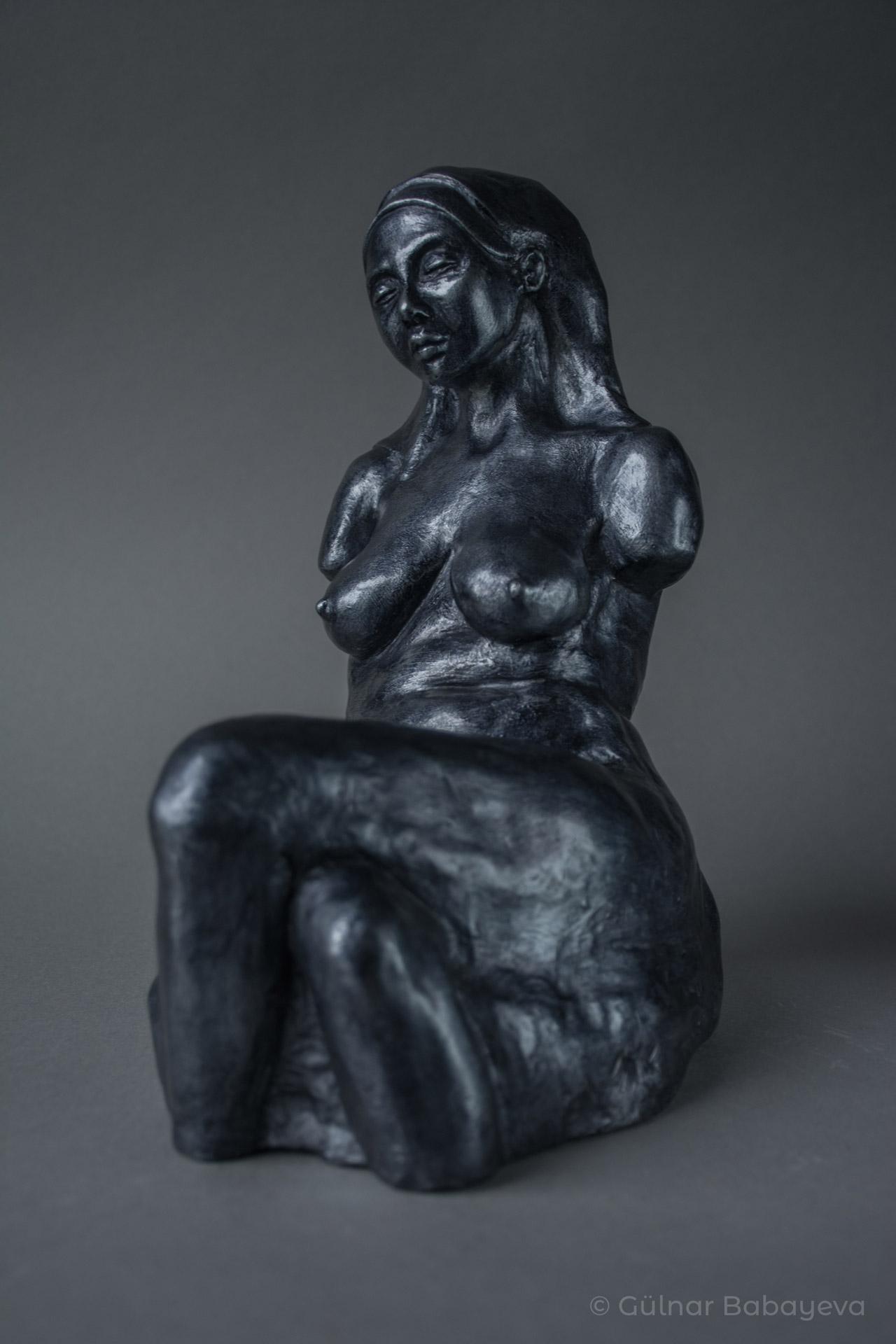 GülnarBabayeva_SittingFigureStudy_2019-2021_Ceramic_9.5Hx6Wx9D-39ed961e